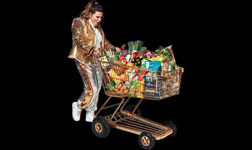 Cheap queen s plným nákupným vozíkom