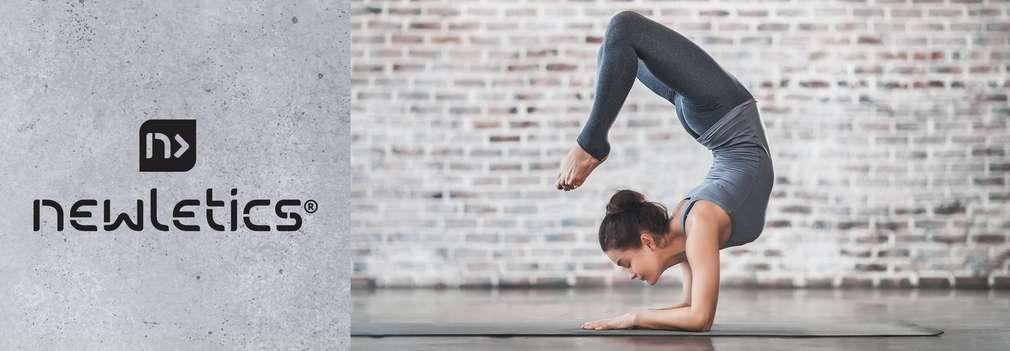 Изображение на млада жена, която тренира йога