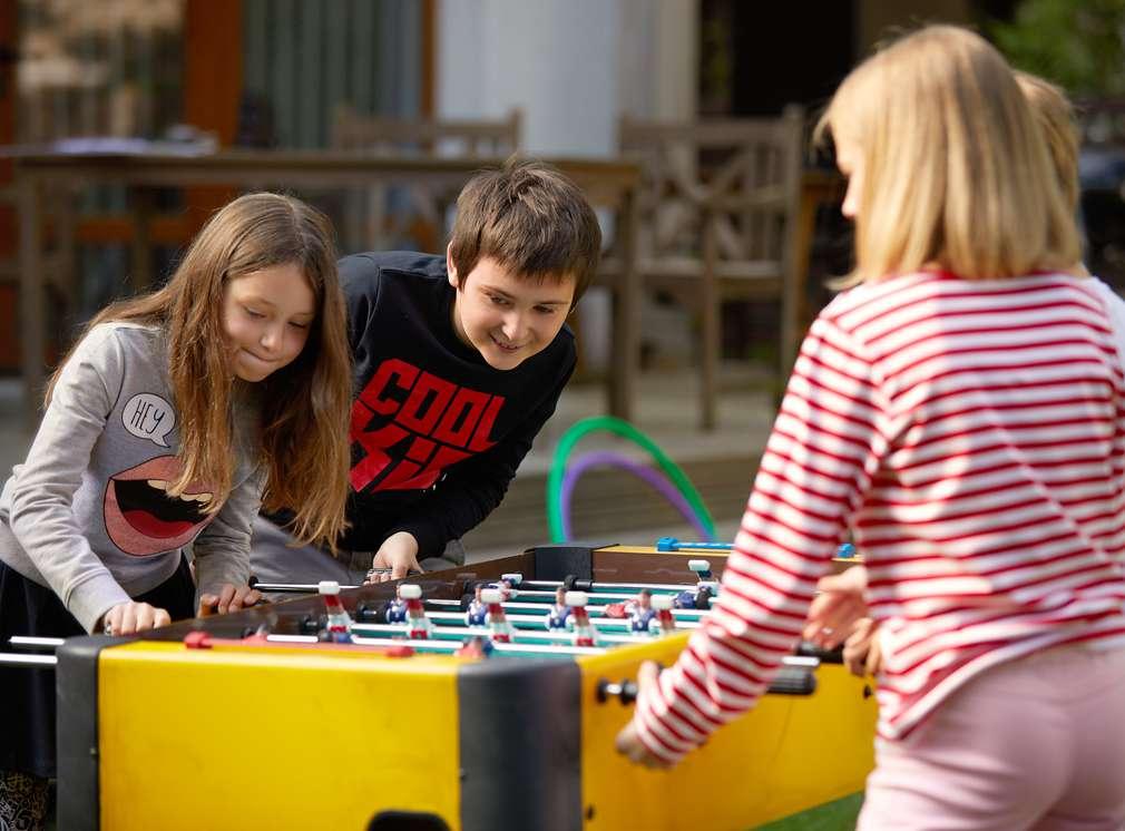Изображение на деца, които играят джага. Нашите марки: Hip & Hopps® - високо качество