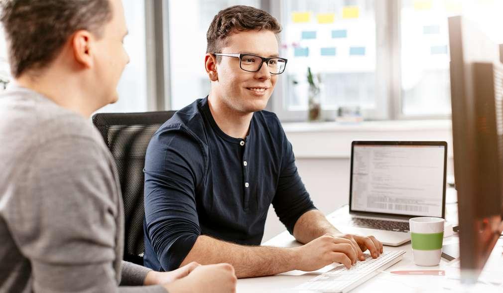 Ученик, включен в програмата за дуално обучение, има възможност да черпи трудов опит, работейки върху реални бизнес казуси под менторството на утвърден професионалист.