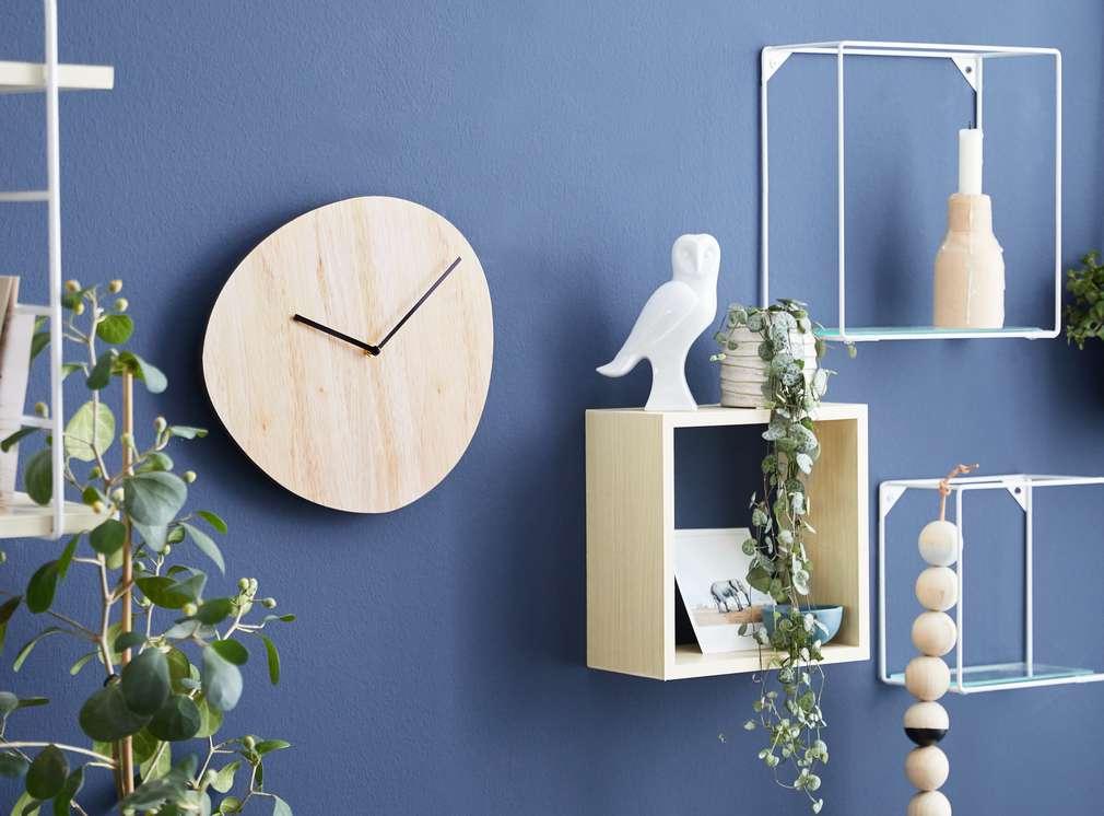 Изображение на стенен часовник и рафтчета за стена Liv&Bo®