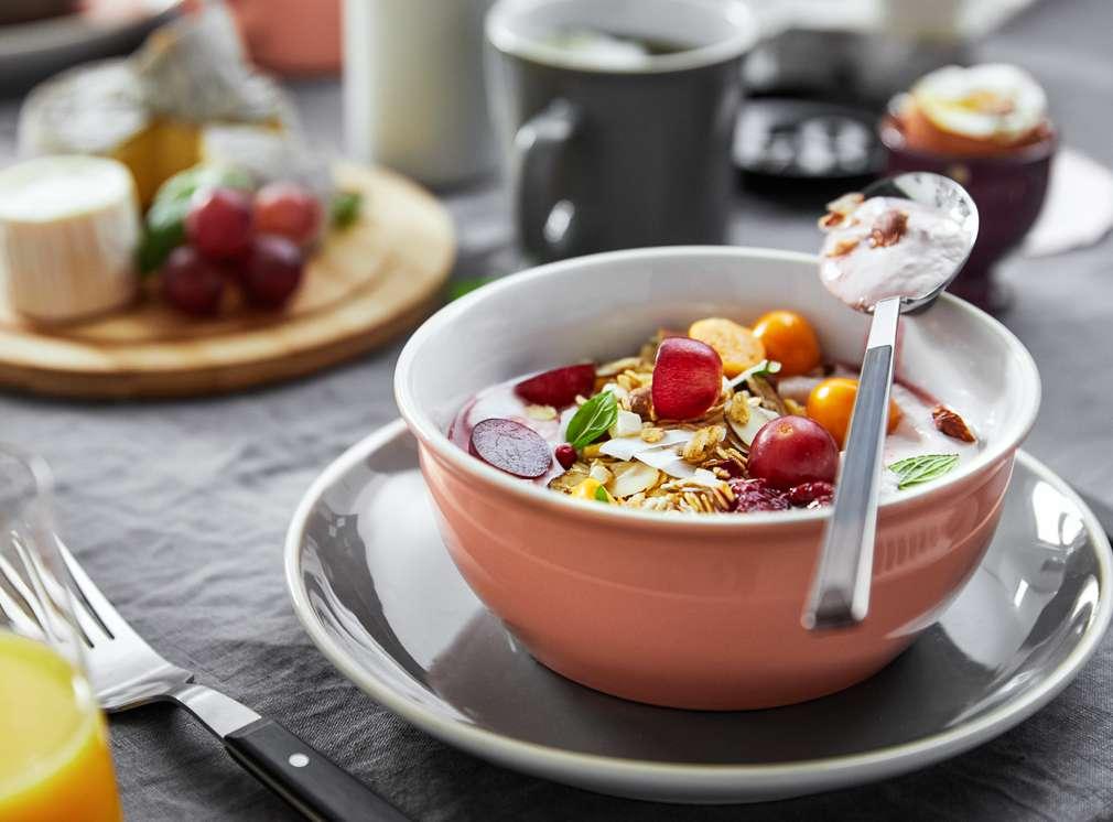 Изображение на купичка с овесени ядки и плодове