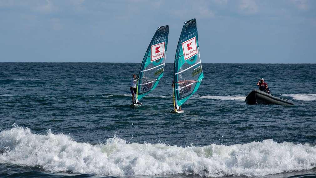 """Изображения на сърфистите Илияна Стоилова и Йоан Колев от сърф училище """"Акаша"""""""