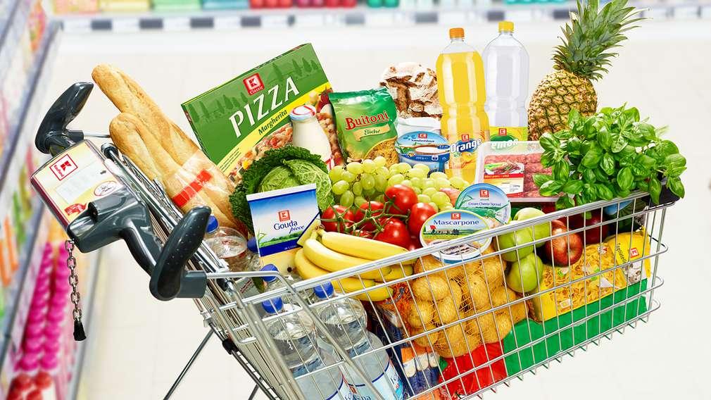 Колаж от разнообразни хранителни продукти