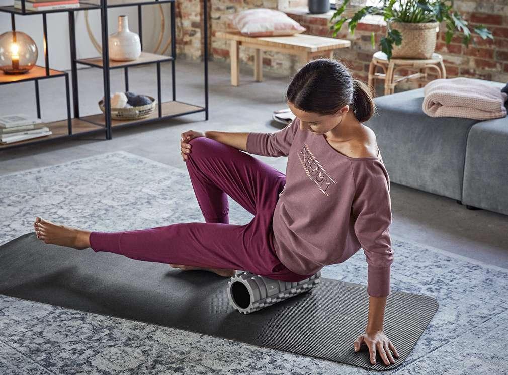 Изображение на жена, която прави упражнения в спортно облекло Newcential®