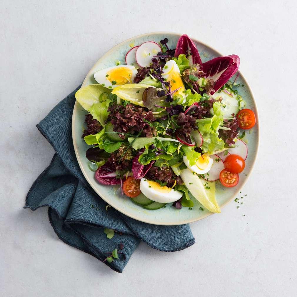 Jarní salát s citronovou zálivkou