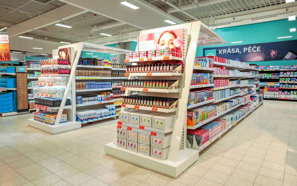 Interiér nové prodejny v Ústí Klíše