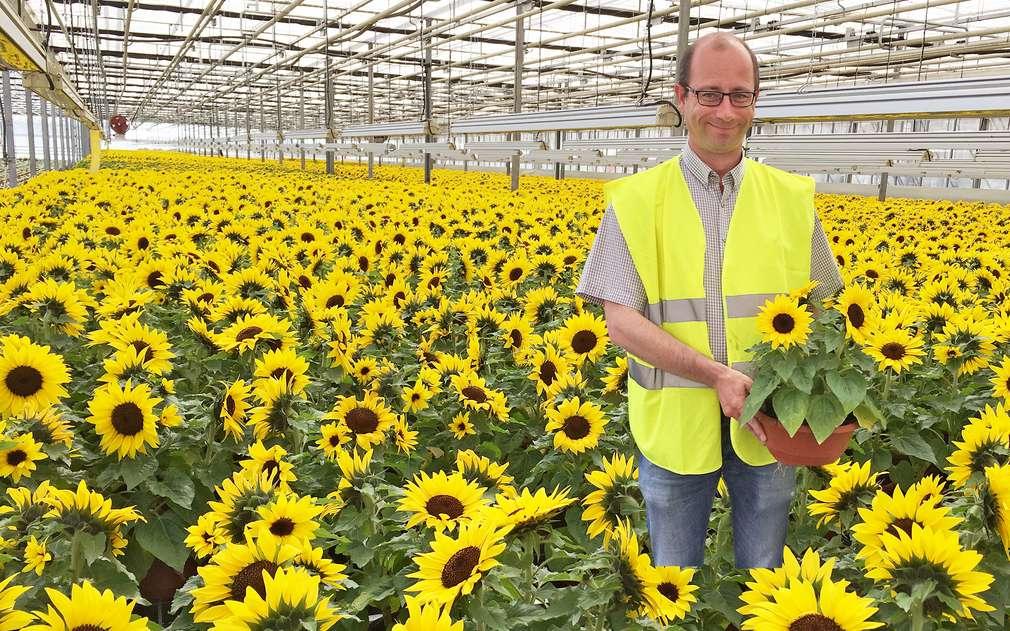 Pan Valtr se věnuje pěstování kytiček celý život
