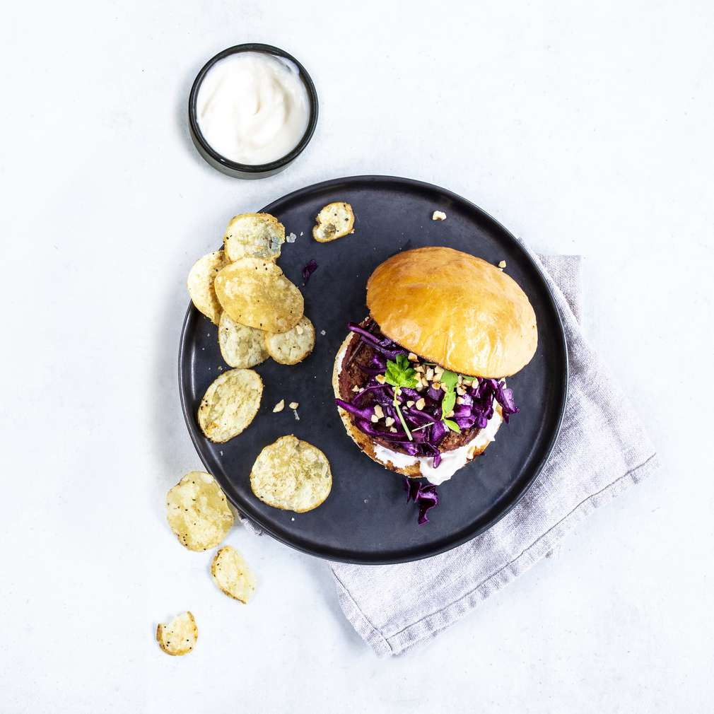 Zobrazit Beyond burger s červeným zelím a lískovými oříšky receptů