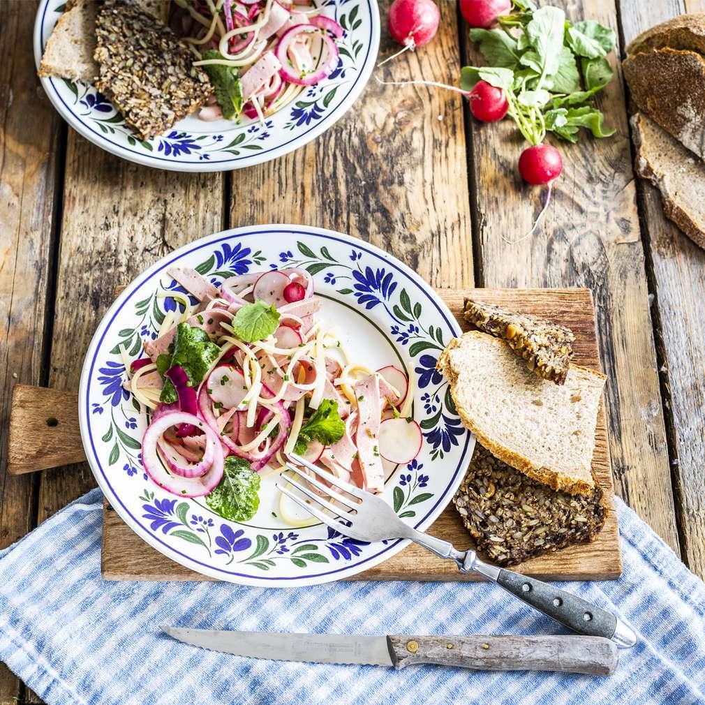 Zobrazit Salát s bavorskou sekanou receptů