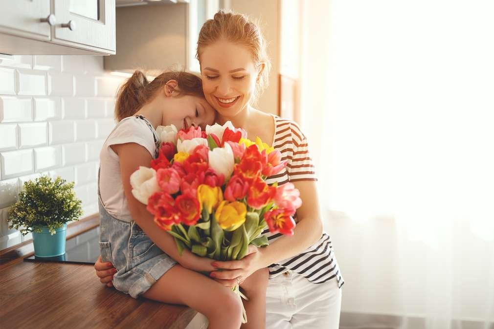 Umarmung Mutter und Tochter