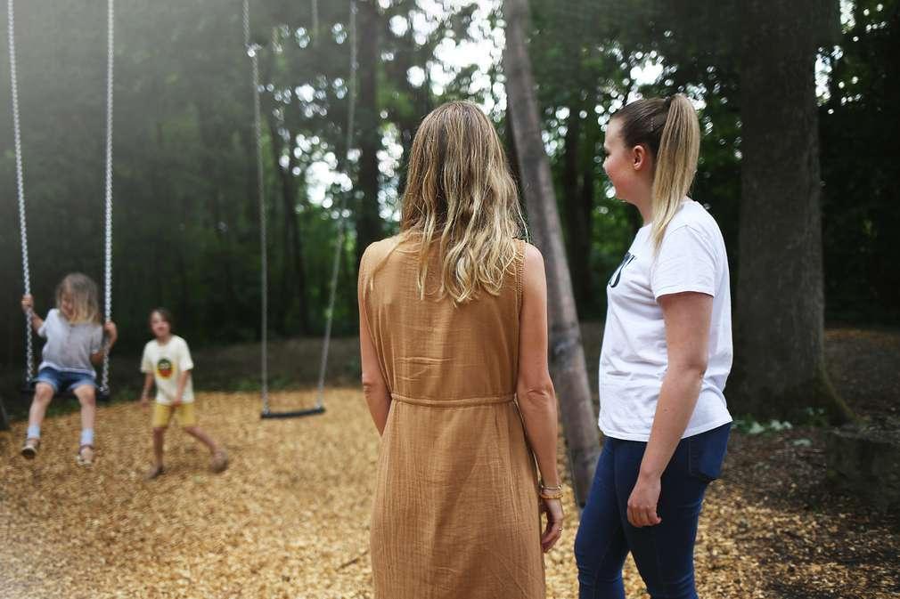 Spielplatz-Freundschaften unter Eltern