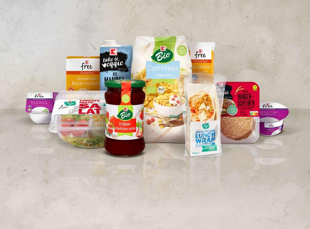 Artikelcollage mit versch. Eigenmarkenprodukten von K-Bio und K-take it veggie