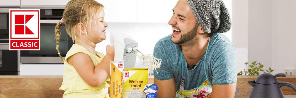 Ein Banner von K-Classik: Vater und kleiner Tochter in der Küche