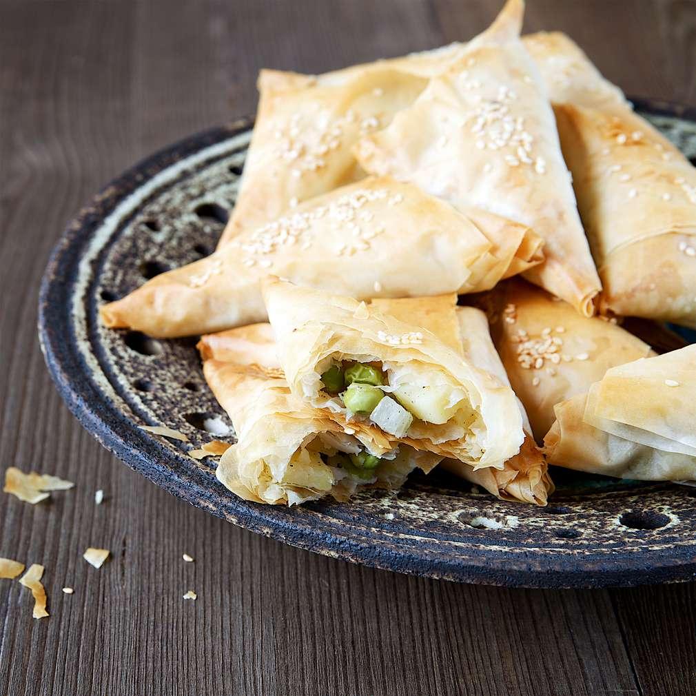 Samosas mit Füllung: So gelingt das indische Street Food zu Hause