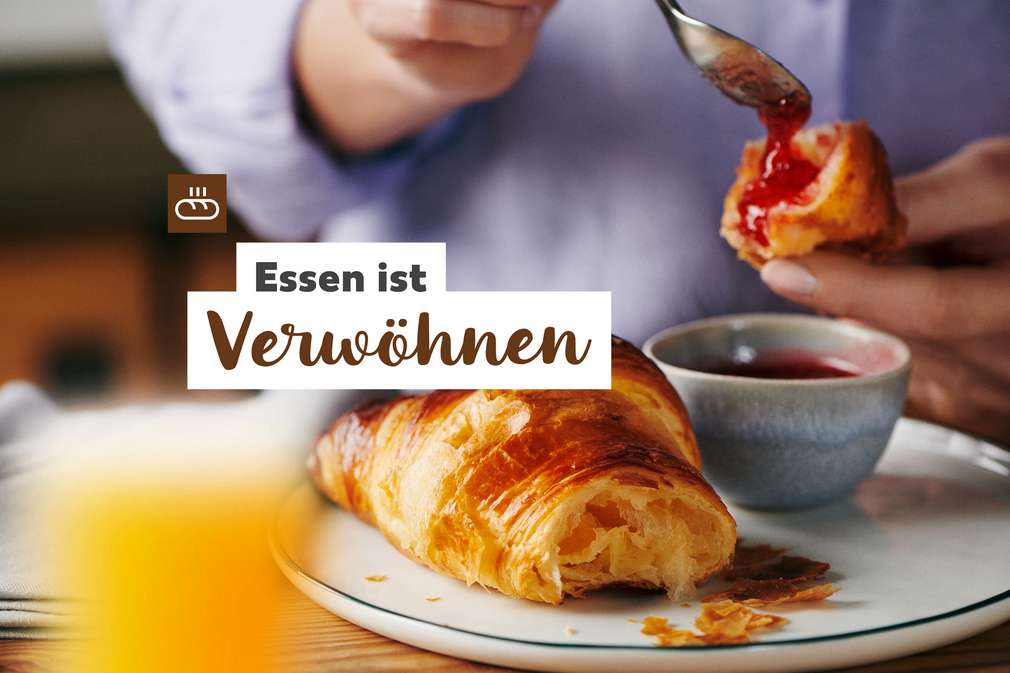 Essen ist Verwöhnen: Croissant mit Marmelade