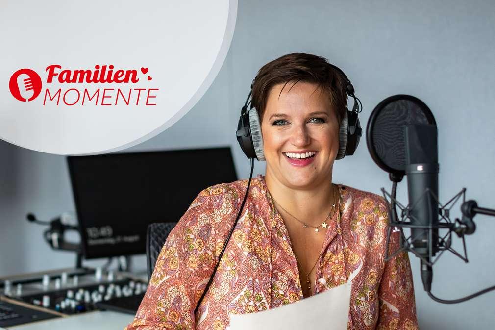 Podcast-FamilienMomente: Jette vom Instagramkanal @mesupermom mit Kopfhörern