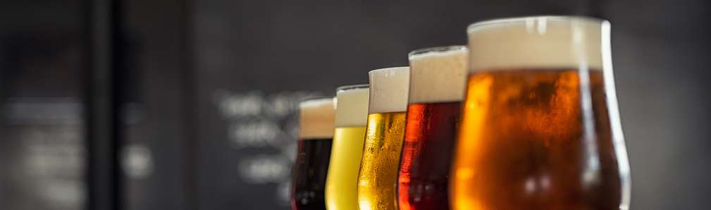 verschiedene Biersorten in Kelchgläsern
