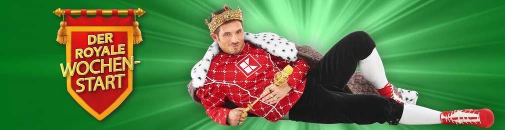 Mann verkleidet als König