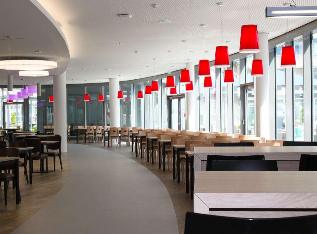 Foto eines Mitarbeiterrestaurants von Innen