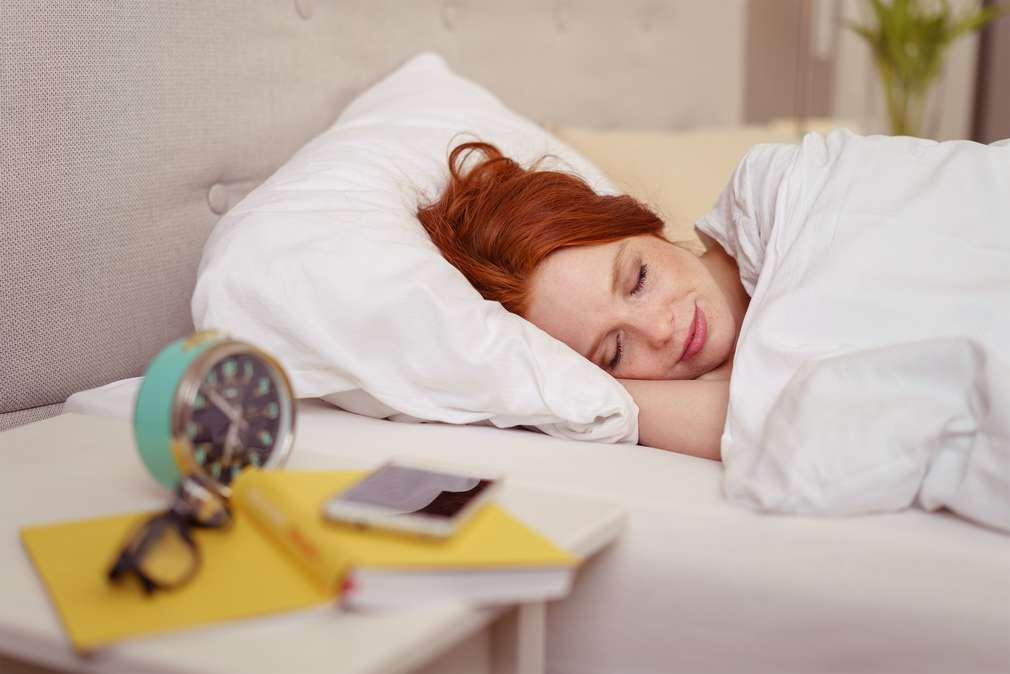 Vor dem Schlafen essen: Das macht dick und wach!