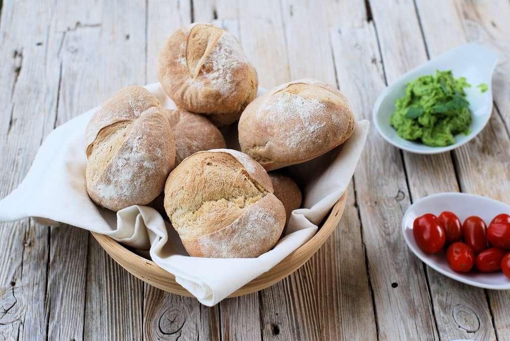Zu Tisch mit zorra: Rustikale Brötchen mit feinporiger Krume und tollem Geschmack