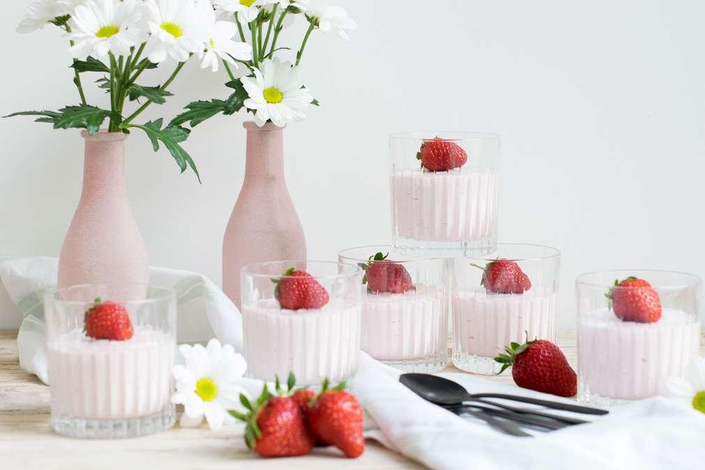 Zu Tisch mit den Foodistas: Weiße Schokolade küsst leckere Erdbeeren