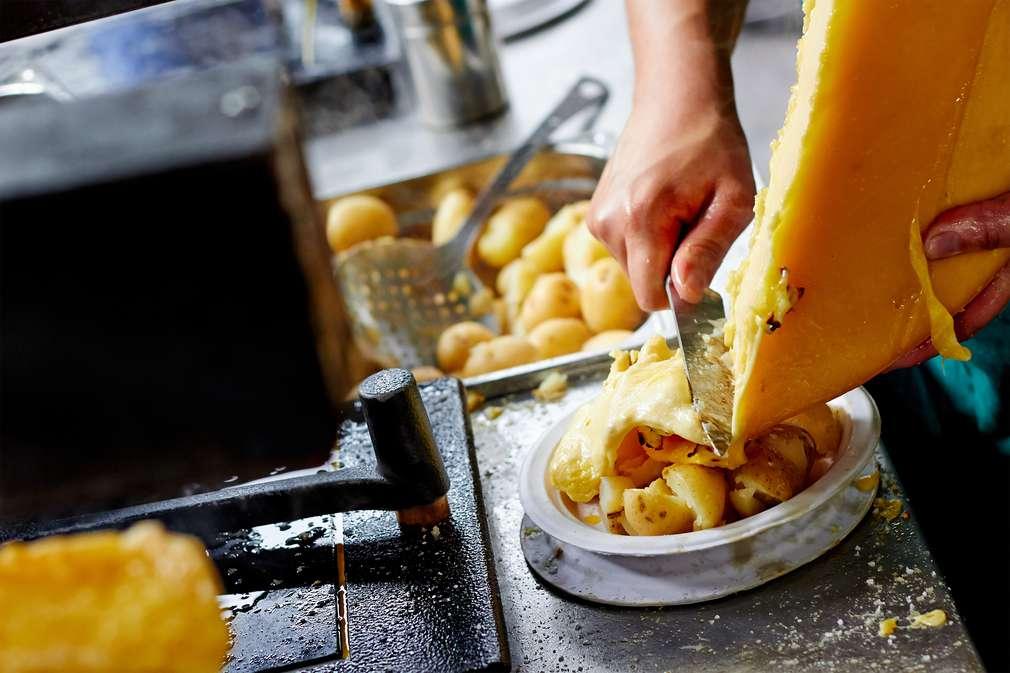 Feuer statt Pfännchen: Original Schweizer Raclette