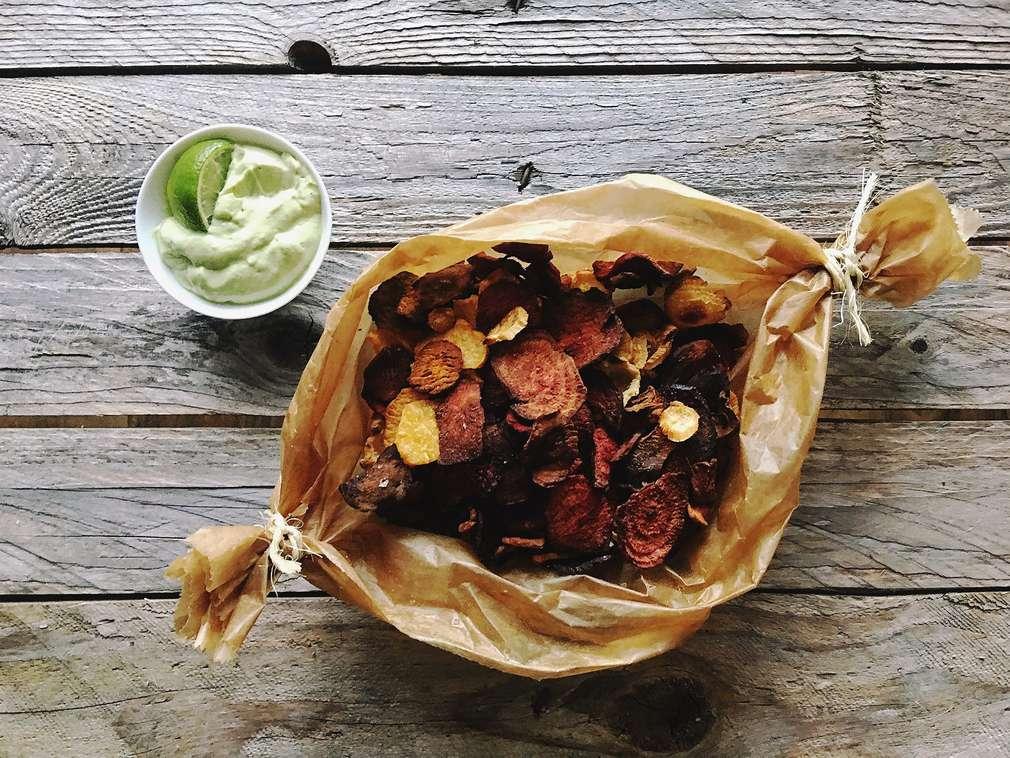 Zu Tisch mit Holla die Kochfee: Gemüsechips mit Avocado-Dip
