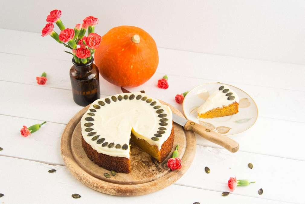 Zu Tisch mit den Foodistas: Saftiger Kürbiskuchen mit Frischkäse