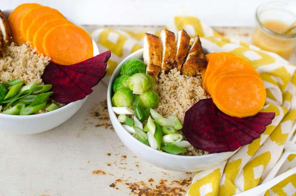 Zu Tisch mit den Foodistas: Gesund futtern mit einer Rosenkohl-Quinoa-Bowl