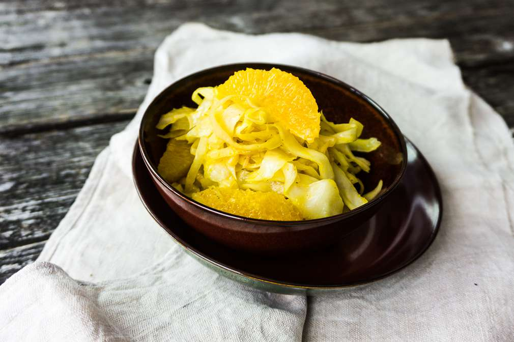 Zu Tisch mit Hol(l)a die Kochfee: Lauwarmer Weißkohl-Salat mit Orangen