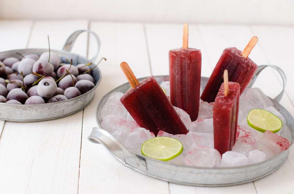 Zu Tisch mit den Foodistas: Popsicles mit Sauerkirschen – Eis für Erwachsene