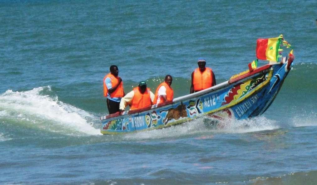 Gambische Fischer in ihrem Boot