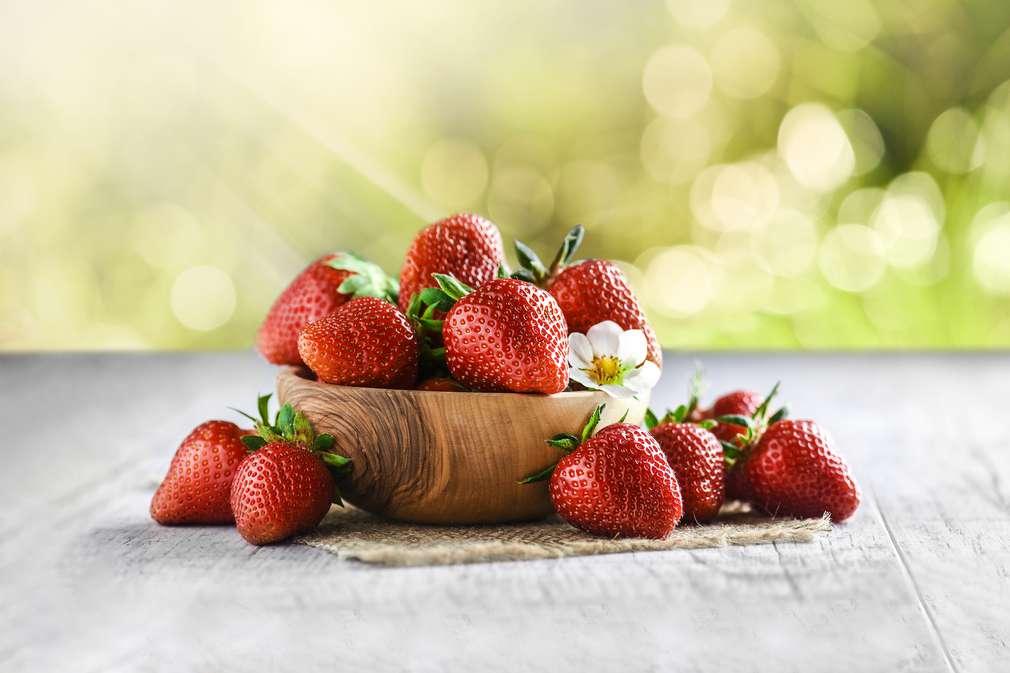 Abbildung von losen Erdbeeren in einem Korb