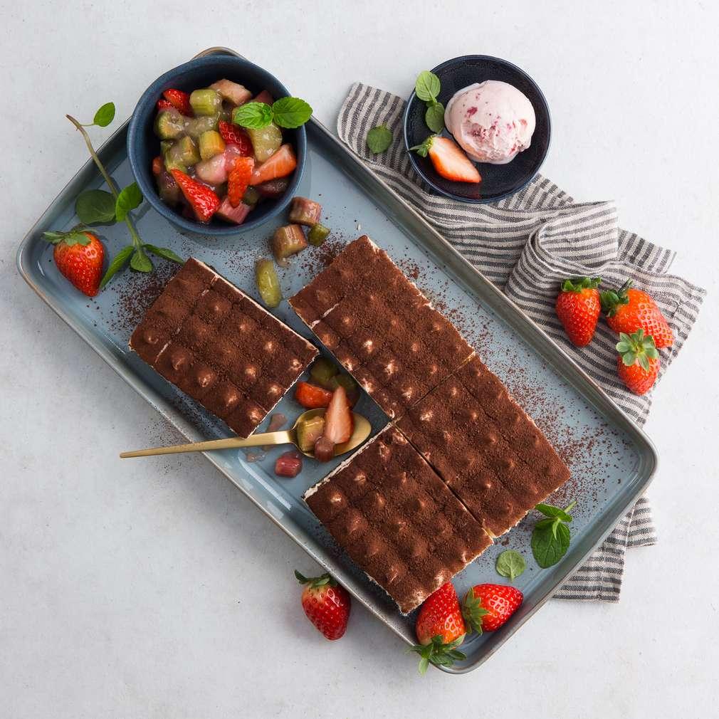 Abbildung des Rezepts Tiramisu mit Erdbeere und Rhabarber