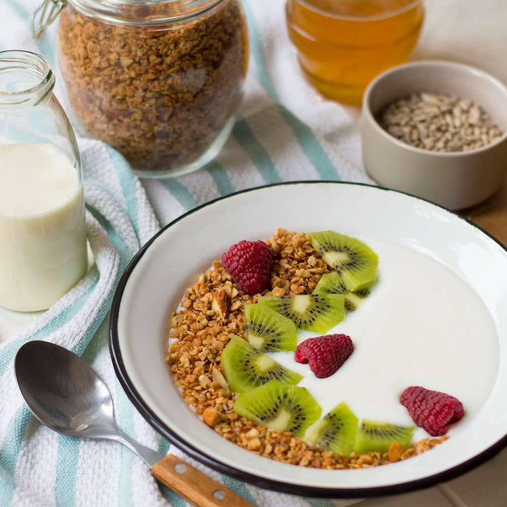 Fotografija recepta Granola s kokosom, bademima i medom