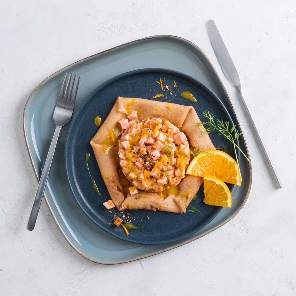 Fotografija recepta Tatar od lososa s palačinkama od heljde