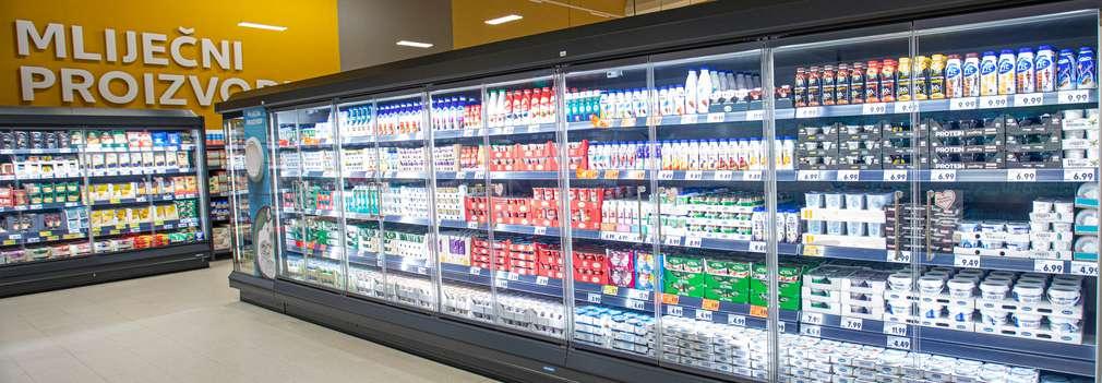 Kühltüren in einer Kaufland-Filiale