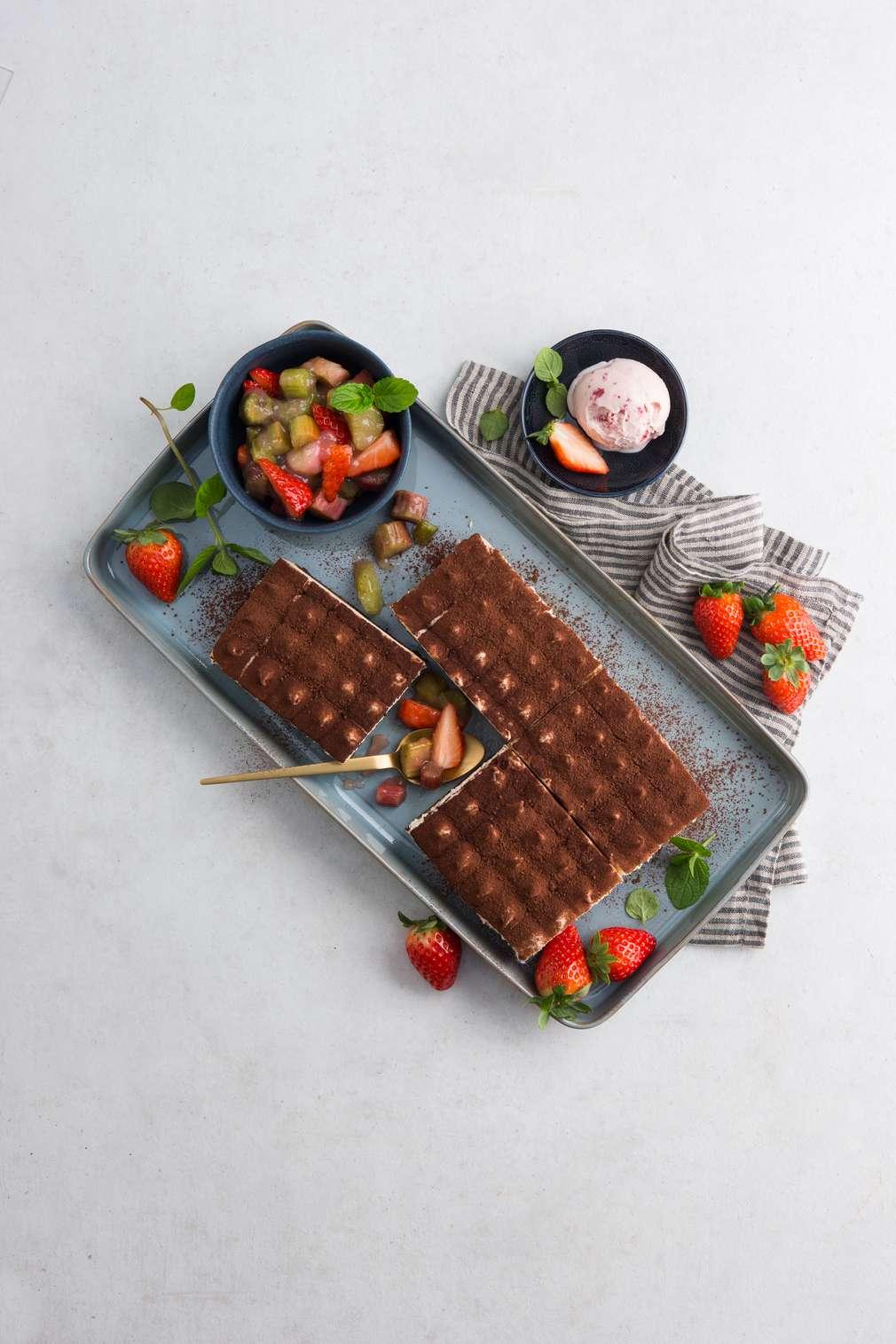 Fotografija recepta Tiramisu s jagodama  i rabarbarom