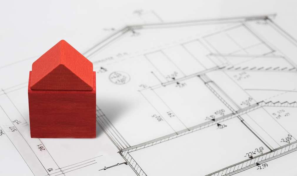 Bauklötzchen-Haus auf Bauplan