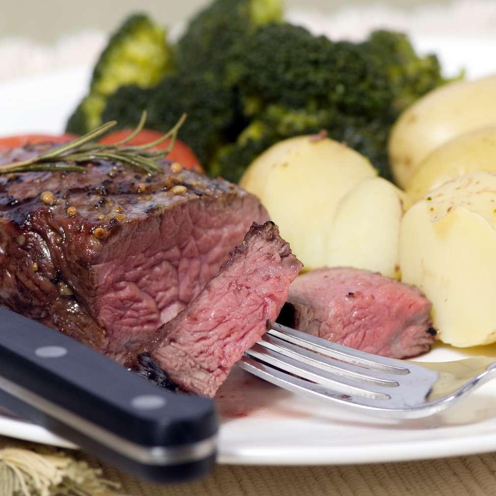 Imaginea rețetei Mușchi de vițel cu broccoli și rozmarin