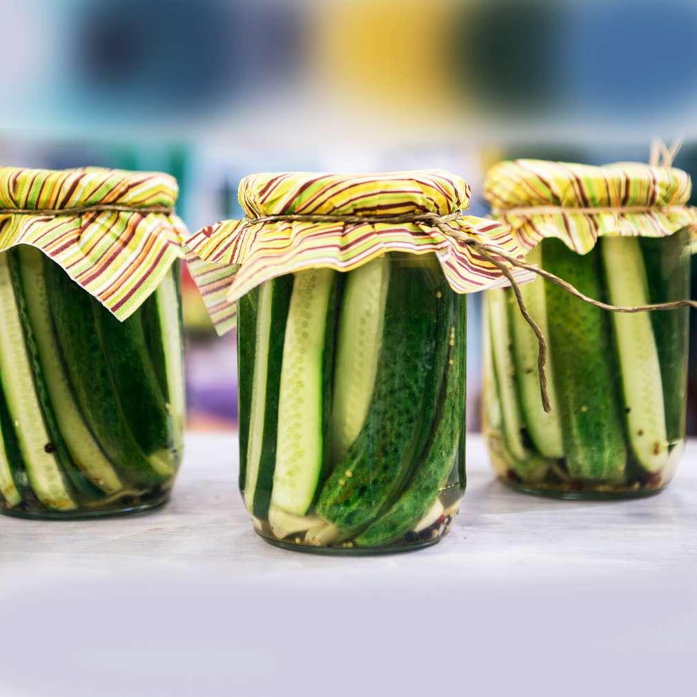 Изобразяване на рецептата Пикантни кисели краставички без варене