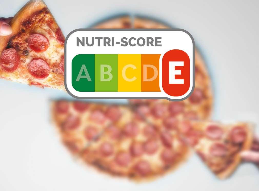 Logo Nutri-Score s červeným E a v pozadí pizza