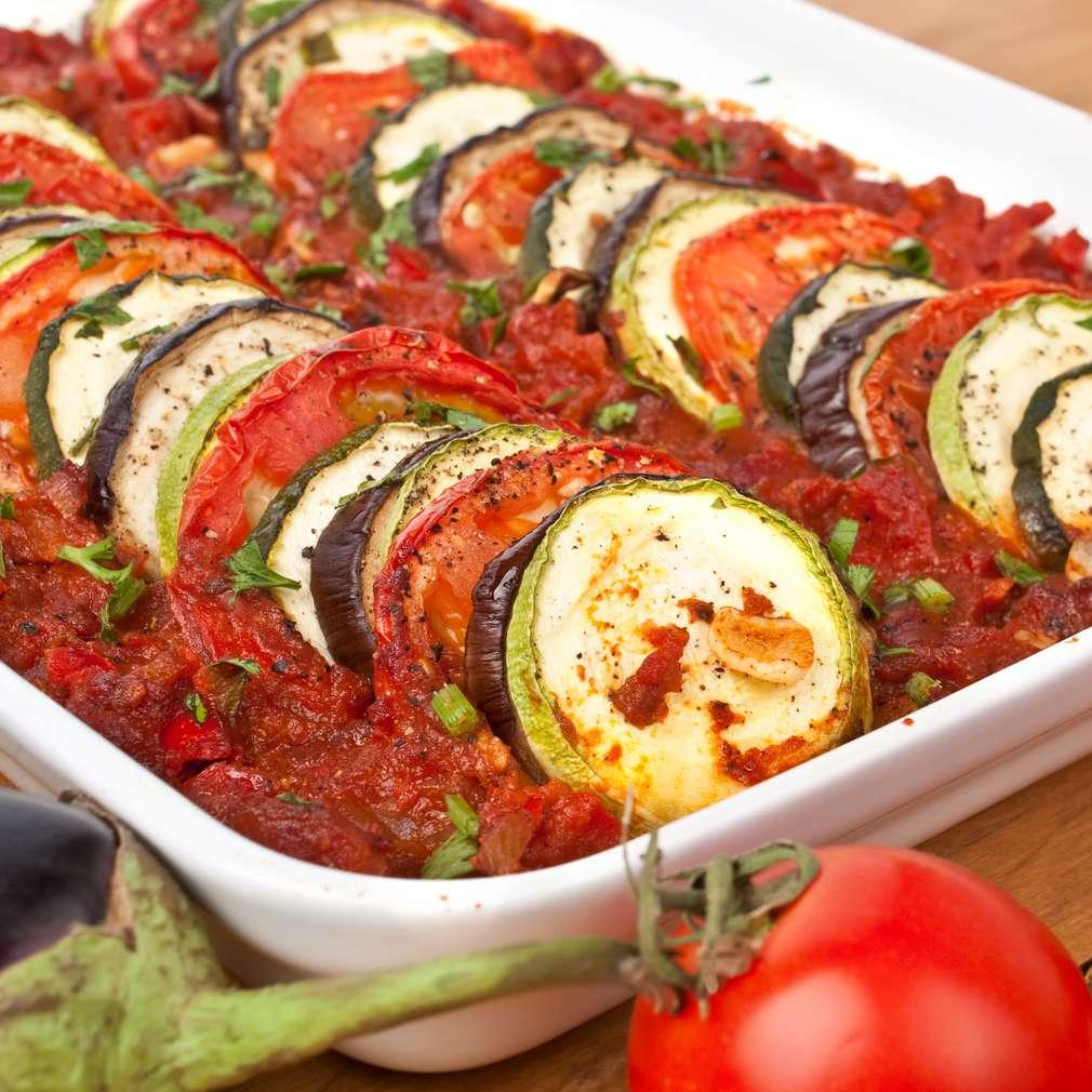 Legume la cuptor în sos tomat