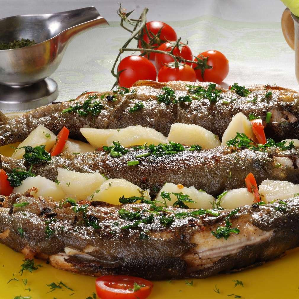 Imaginea rețetei Păstrăv cu garnitură de cartofi
