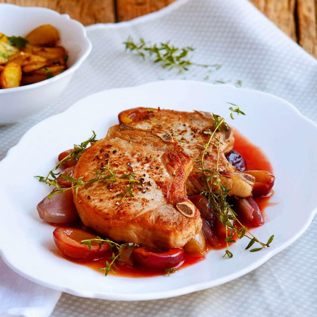 Abbildung des Rezepts Schweinekotelett mit Schalotten-Zwetschgen-Gemüse