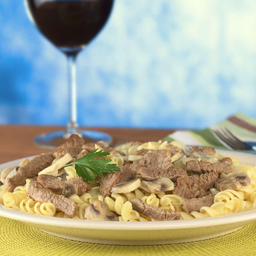 Imaginea rețetei Fusilli cu carne de vită și ciuperci