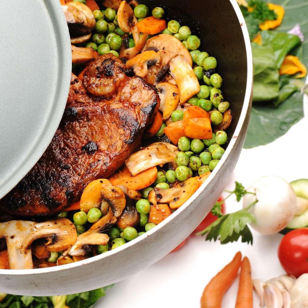 Imaginea rețetei Escalop de porc cu mazăre și ciuperci