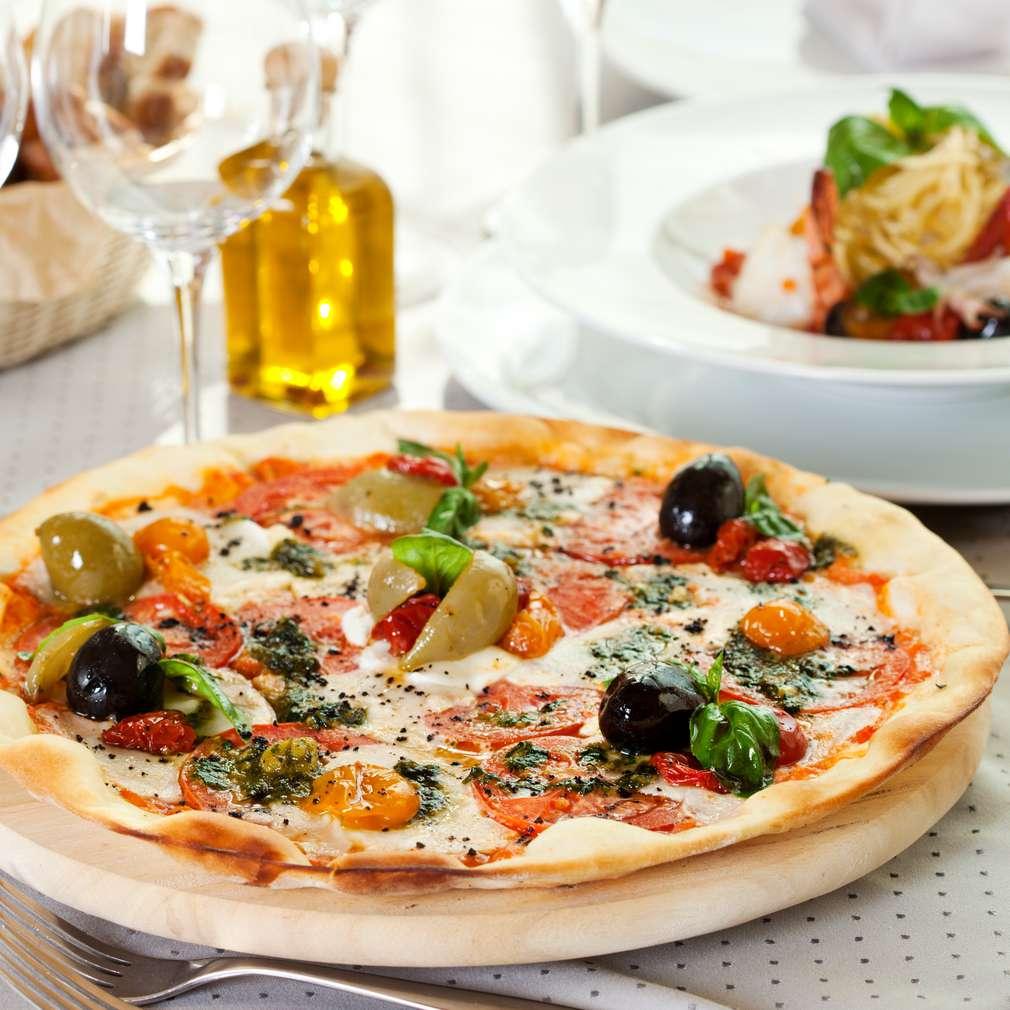 Imaginea rețetei Pizza Margherita cu măsline